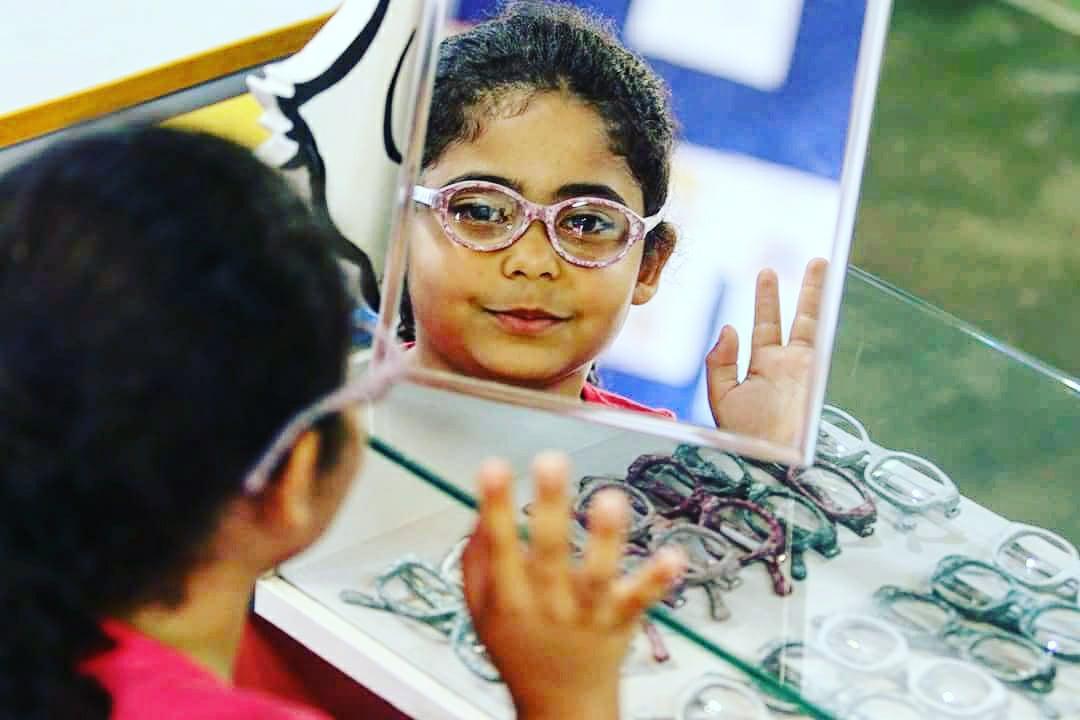 No SAS Brasil, uma ação social monta e doa óculos na hora, após exames 0863ee9a7c