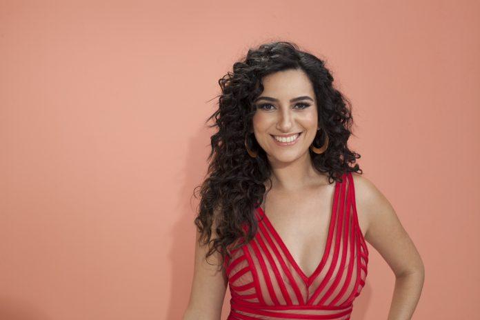 Aline Calixto participa da roda Samba de Noel