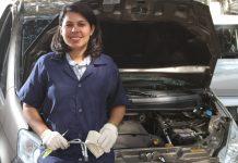 A jovem mecânica Bárbara Brier criou a certificação Oficina Amiga da Mulher