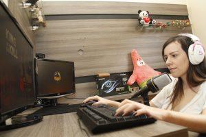 Atividade exige da gamer dedicação e horas de trabalho por dia. Foto - Willian Dias