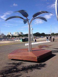 """Batizadas de OPTree, as """"árvores"""" de painès fotovoltaicos foram atração no último Rock in Rio."""