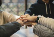 Trabalho voluntário pode ajudar na carreira profissional