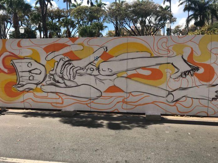 Um dos painéis que vão compor a galeria de arte na Praça da Liberdade
