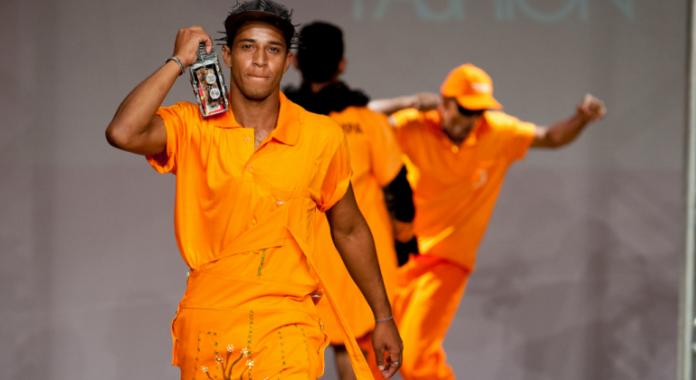 Uma das produções do Gari Fashion da edição de 2018, organizado pela SLU. Foto - PBH-Divulgação