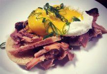 Um domingo para os ovos Benedict