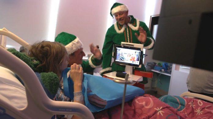 Papai Noel faz chamadas do Pólo Norte
