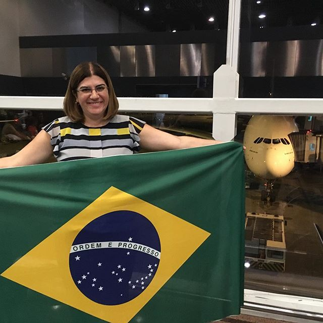 A professora Débora pouco antes de embarcar para Dubai, onde vi representar o Brasil