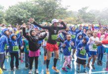 Neide anima a criançada do Capão Redondo, que participa do projeto Vida Corrida, ação social que vem transformando a vida de crianças e mulheres do bairro. Foto - Facebook-Projeto Vida Corrida