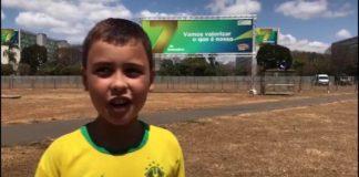 """Ivo Gonzales, 9 anos, pegou """"carona"""" no carro presidencial no desfile de 7 de Setembro, em Brasília. Foto - Divulgação"""