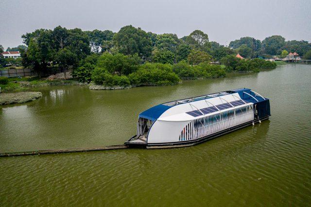 The Intercetor em operação em rio da Malásia