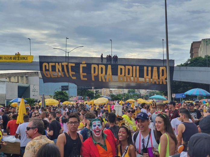 Um dos momentos do Bloco Então Brilha, de BH; lixo produzido pelo carnaval em 5 capitais vai ser transformado em lixeira sustentável. Foto-Facebook-Então Brilha