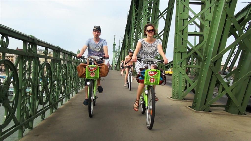Em Budapeste, ciclovias provisórias vão se transformar em permantes